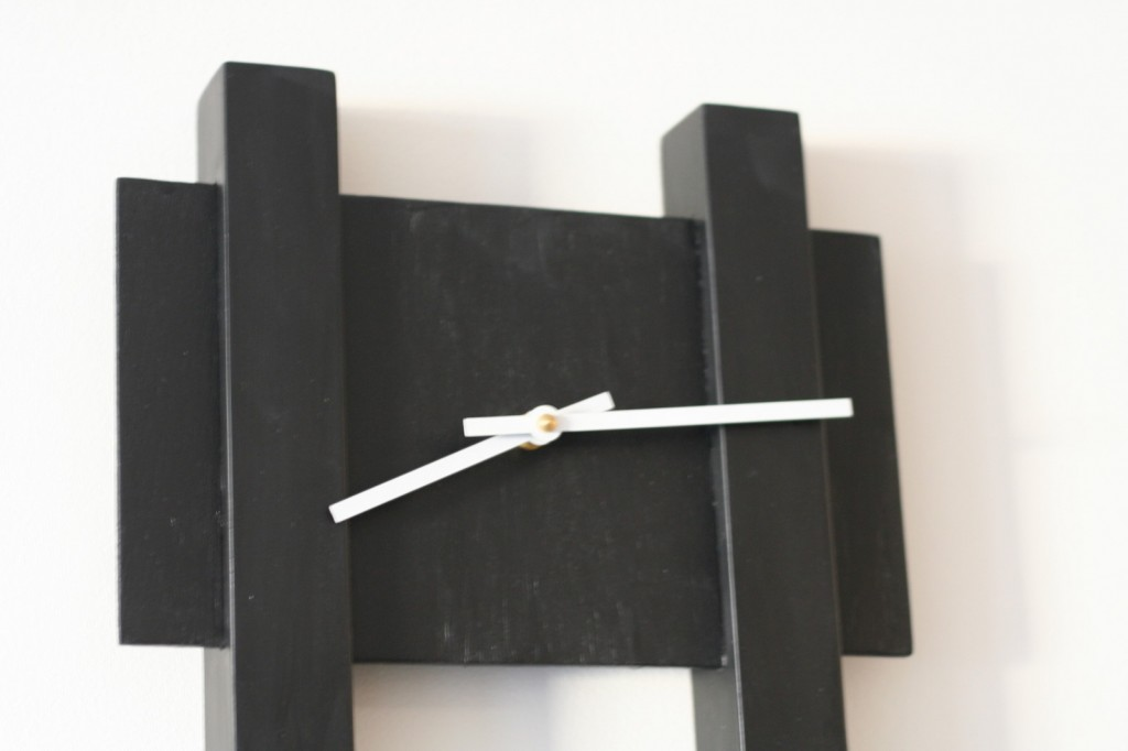 Black Bar Clock - Detail
