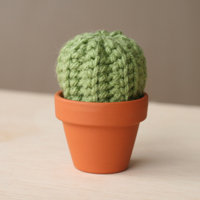 Crocheting Pronunciation : This little echinocactus grusonii cactus is quick to make and i think